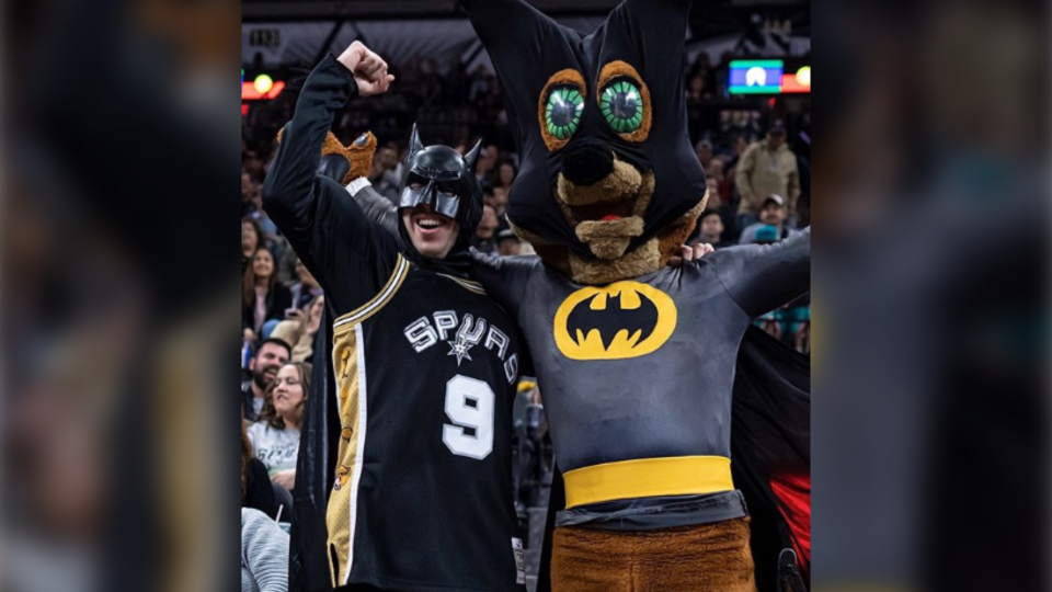 David DeLooper posing with the mascot of the San Antonio Spurs. (David DeLooper / Instagram)