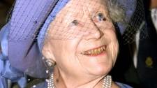 Queen Elizabeth, the Queen Mother, reacts, during the Royal Smithfield Show in London, England in 1998. (AP / Kevin Lamarque)