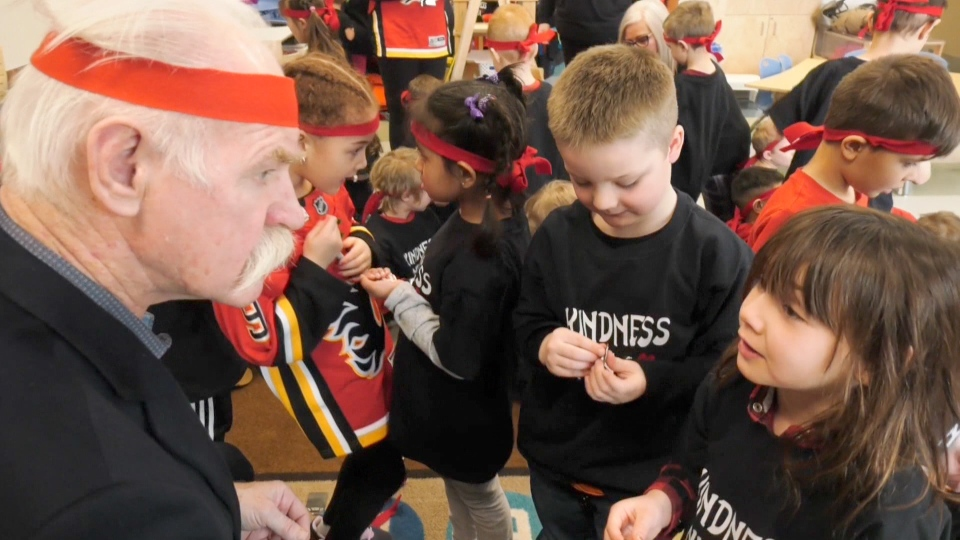 The legendary former Flames captain spent the day with the students.