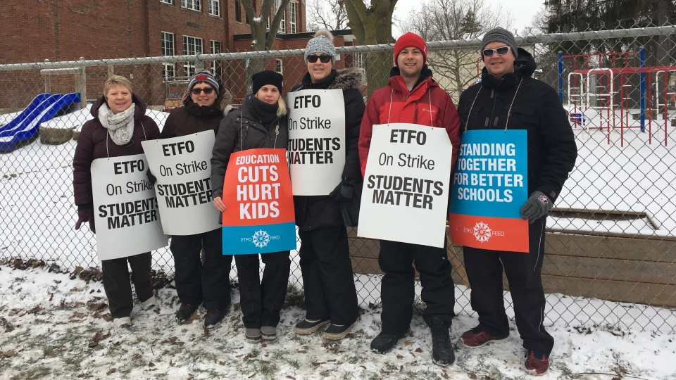 Elementary Teachers' Federation of Ontario members picket outside of Victoria Public School on Wharncliffe Road South in London, Ont. on Thursday, Feb. 6, 2020 .(Celine Zadorsky / CTV London)