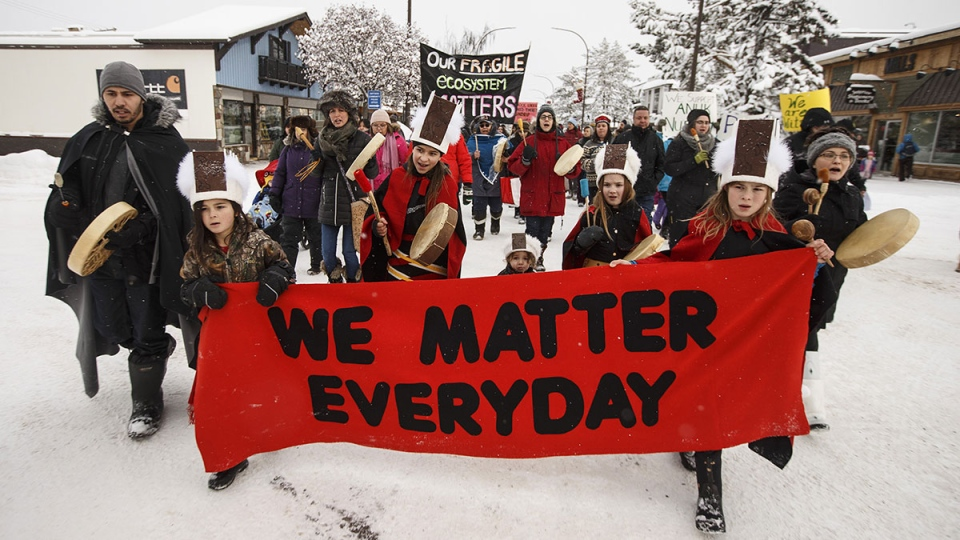 Supporters of the Wet'suwet'en hereditary chiefs and who oppose the Costal Gaslink pipeline take part in a rally in Smithers B.C., on Friday, Jan. 10, 2020. (Jason Franson / THE CANADIAN PRESS)
