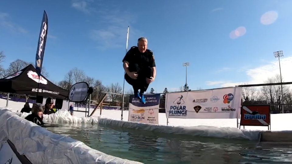 Police Chief Bryan Larkin takes a cannonball into the Polar Plunge pool. (@WRPSToday / Twitter)