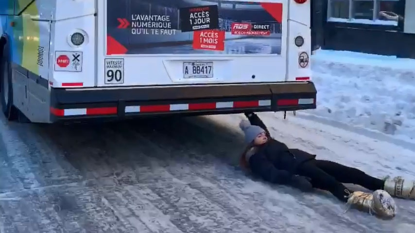 Police are investigating a viral video showing a woman being voluntarily dragged by an STM bus. SOURCE Generalterre on Twitter
