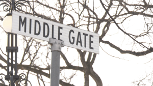 middle gate