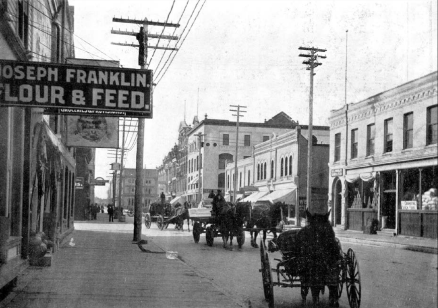 Princess Street looking south from Ross Avenue. (Source: Virtual Heritage Winnipeg and the University of Manitoba Archives and Special Collections)