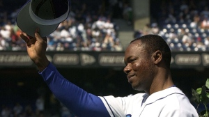 Toronto Blue Jays' Tony Fernandez tips his hat to the crowd as he takes part in a pre-game ceremony against the Tampa Bay Rays in Toronto Sunday September 23, 2001. THE CANADIAN PRESS/Aaron Harris