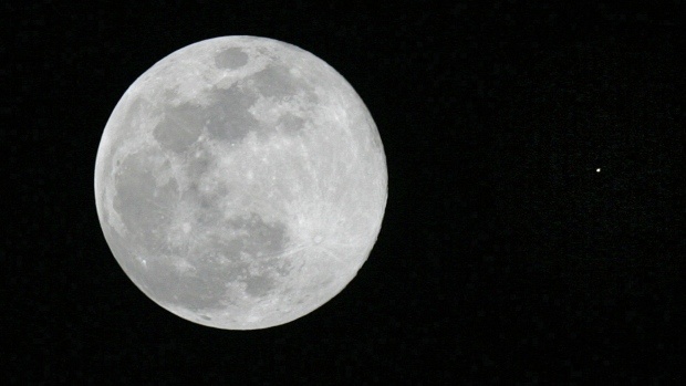 You might be able to see Mars disappear behind the moon this week