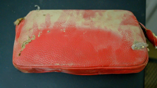 See what was inside a lost purse from 1957 that was found in a school