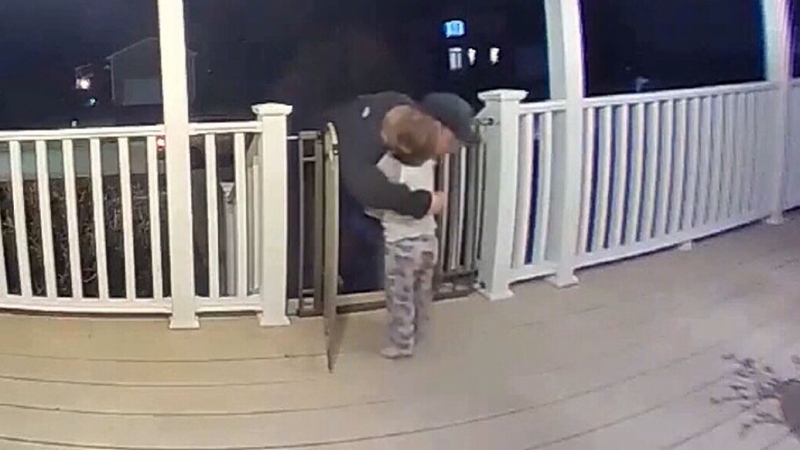 2-year-old rushes to hug pizza delivery man