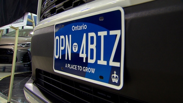 Ontario goes back to old white licence plates until new plate is ready