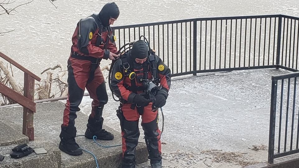 Divers continue the search for Alex Ottley at Peacock Point. (Courtesy: OPP)