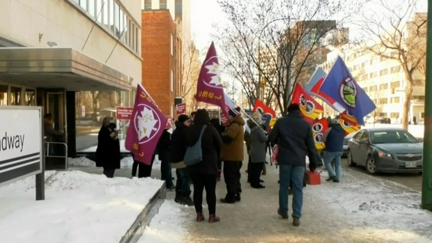 Rally highlights problems with public service payroll system
