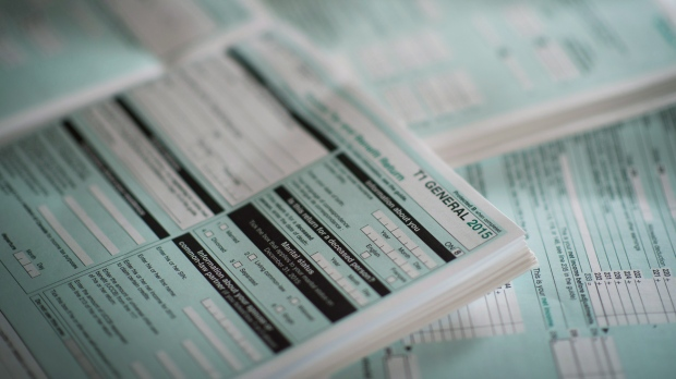 CRA puts focus on paper returns as tax-filing season opens