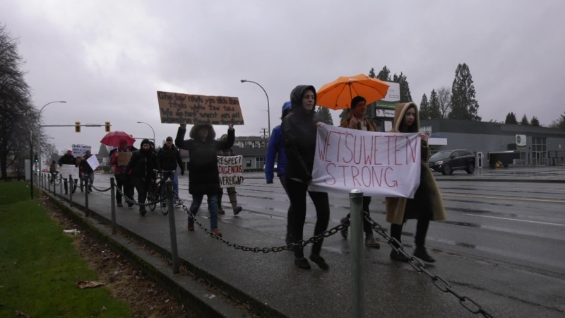A few more than a dozen protesters gathered in the rain in Abbotsford Saturday morning to show their support for the Wet'suwe'ten hereditary chiefs opposed to the Coastal GasLink pipeline in northern B.C. (CTV)