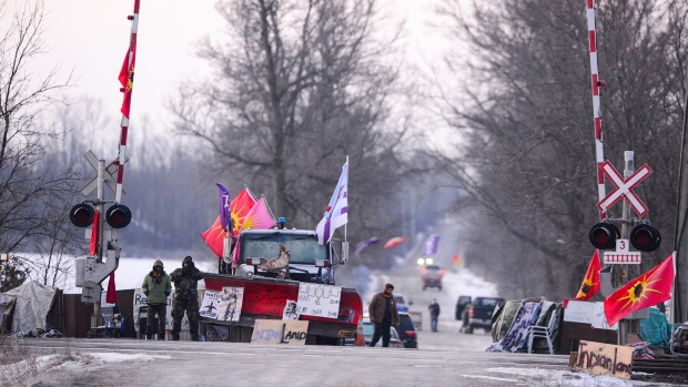 Blockades remain as Wet'suwet'en hereditary chiefs return to B.C.