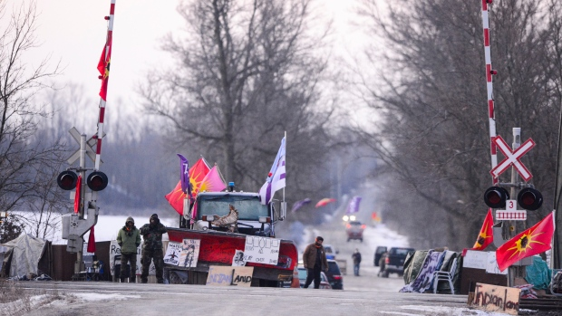 Police move in on blockade in Tyendinaga, Ont. after deadline to leave passes