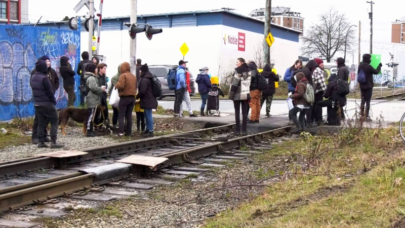 New blockade blocks rail service for hours