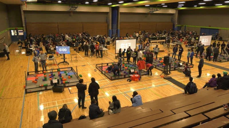 Students battle with robots