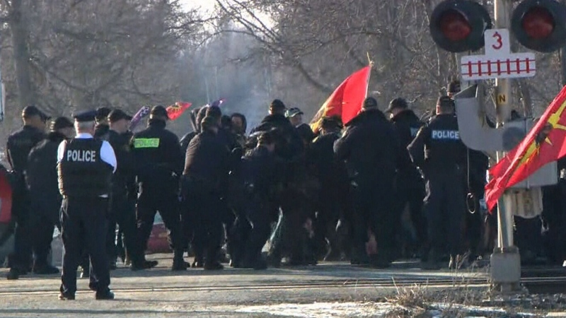 Tensions on the rise at blockade at Kahnawake