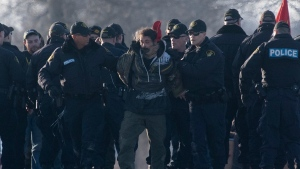CTV National News: Police move in on blockades