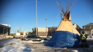 Demonstrators have errected a tipi at the main entrance of the International Bridge in Sault Ste. Marie. Feb. 25/20 (Jairus Patteson/CTV Northern Ontario)