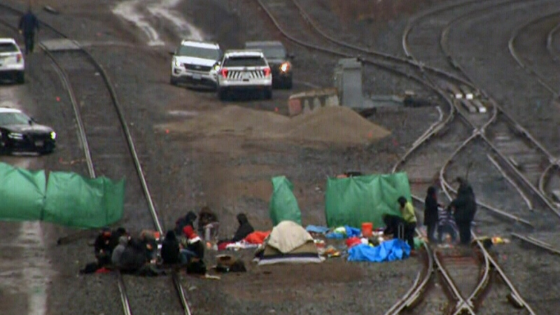 Protesters block GO train line in Burlington, Ont.