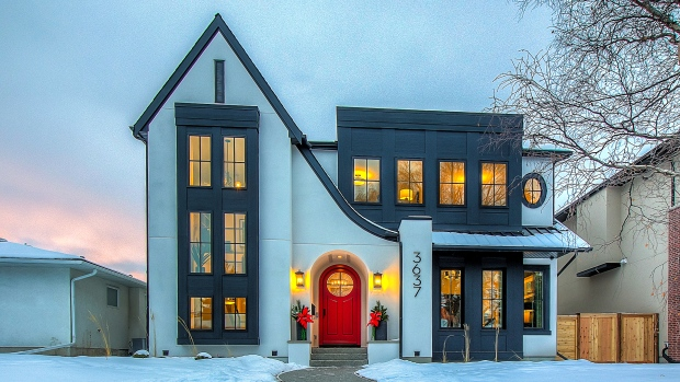 Luxury home prices fall in Vancouver and Calgary, rise in other big cities