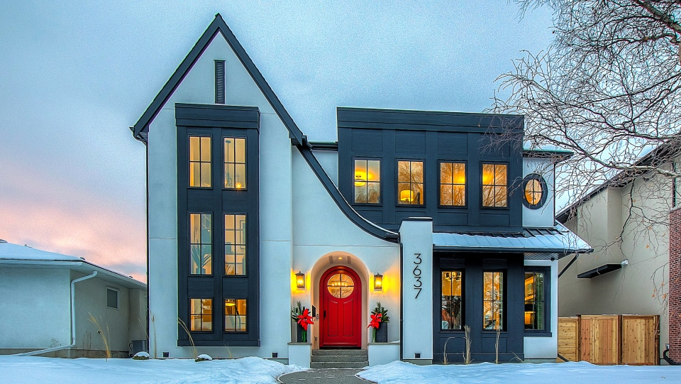 In Calgary, the median luxury home price fell $15,000 from the previous 12-month period to $1.95 million and condos dropping 2 per cent to $887,000. (Royal LePage)
