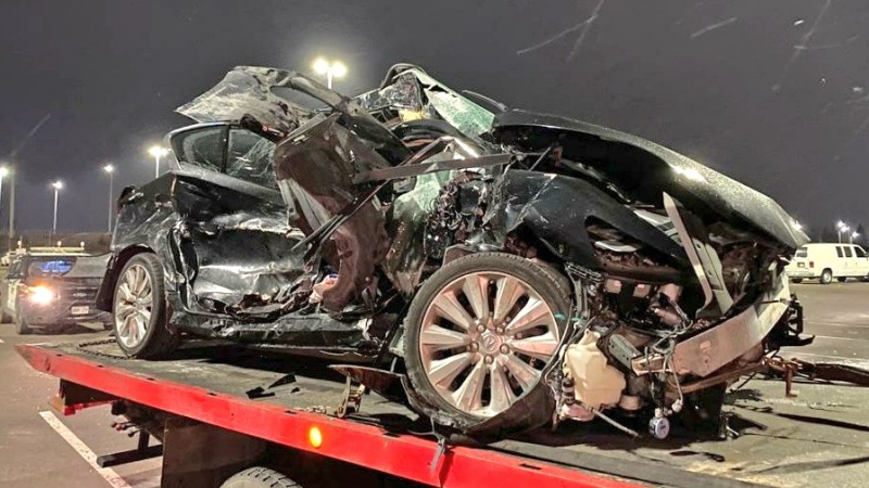 "Police say that a G1 driver is ""lucky to be alive"" after a crash on Hwy. 401. (@OPP_HSD / Twitter)"