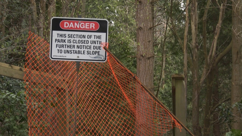 Signs and temporary fences have been put up warning people to keep out of Ruth Johnson Park. (CTV)