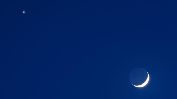 How to see Venus and a crescent moon side-by-side Thursday night