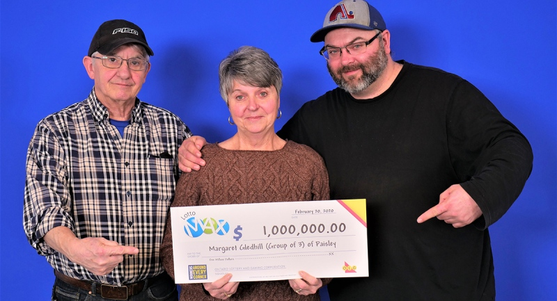 From left, Gordon, Margaret and Travis Gledhill pick up their winning lotto cheque in Toronto, Ont.