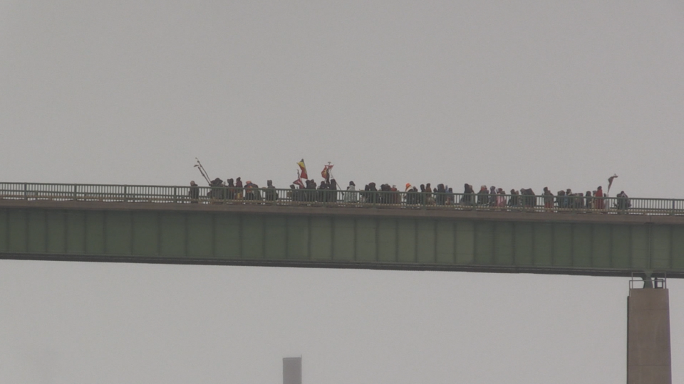 Group holds Indigenous water ceremony on bridge