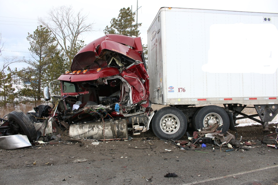Tractor trailer collision 401 at 59km marker
