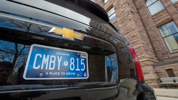 Ontario to temporarily stop issuing problematic licence plates