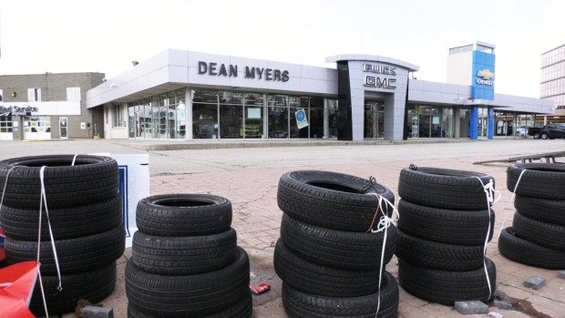 Customers left in the dark after Toronto car dealership suddenly shuts its doors