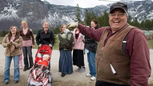 Winston Blackmore with six of his daughters and some of his grandchildren, on April 21, 2008. (THE CANADIAN PRESS / Jonathan Hayward)