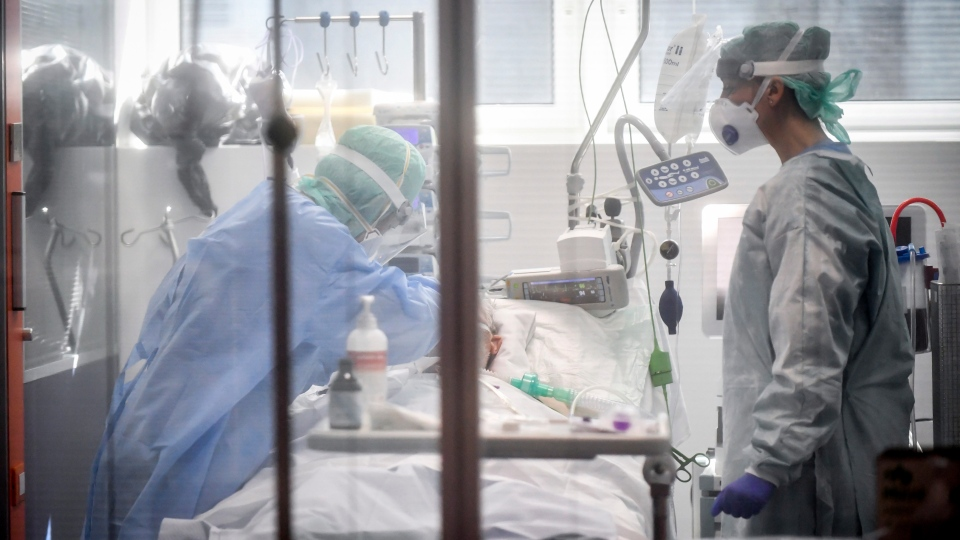 Medical personnel at work in the intensive care unit of the hospital of Brescia, Italy, Thursday, March 19, 2020. (Claudio Furlan/LaPresse via AP)