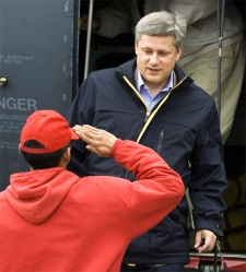 Prime Minister Stephen Harper is saluted by an Arctic Rangers as he arrives in Resolute Bay, August 10, 2007. (CP / Fred Chartrand)