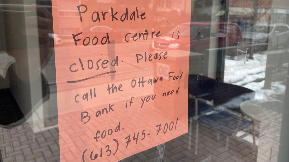A sign in the door of the Parkdale Food Centre explaining the shelter is closed. (Dylan Dyson/CTV News Ottawa)