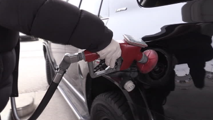 Fill up the tanks now: gas prices expert