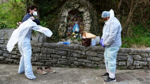 Italy recorded almost 1,000 deaths from the virus on Friday, the worst one-day toll anywhere around the world since the pandemic began. (AFP)