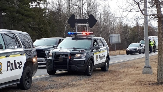 Quebec police set up checkpoints near U.S. border to inform snowbirds of COVID-19 rules