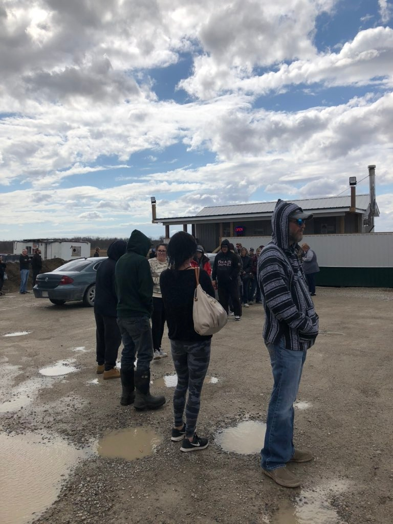 Large lines at the Oneida of the Thames First Nation, as customers line up for cigarettes and gas prior to a shutdown over COVID-19 concerns on March 29, 2020. (Jordyn Read/CTV London)