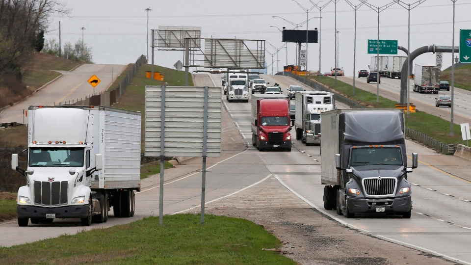 A truck exits at the Hefner Road exit of I-35 in Oklahoma City, Friday, March 20, 2020. (THE CANADIAN PRESS/AP-Sue Ogrocki)