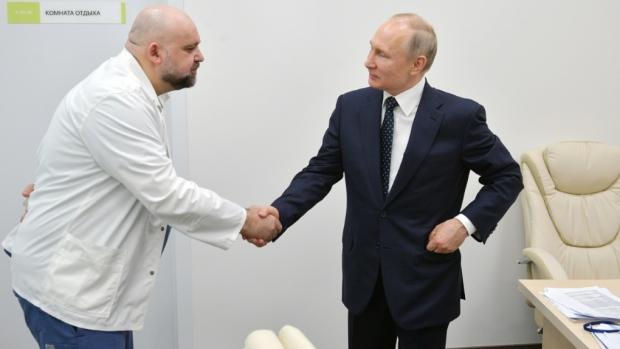 Russia's top coronavirus doctor who met Putin tests positive