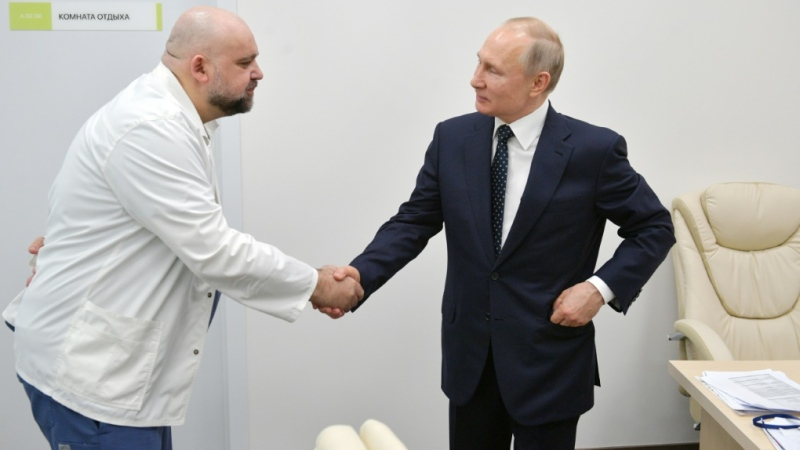 Putin met Denis Protsenko, the head of Moscow's new hospital treating coronavirus (COVID-19) patients, during his visit. (AFP)