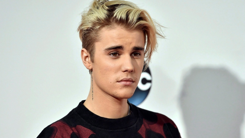 In this Nov. 22, 2015 file photo shows Justin Bieber at the American Music Awards in Los Angeles. (THE CANADIAN PRESS/AP-Photo by Jordan Strauss/Invision/AP, File)