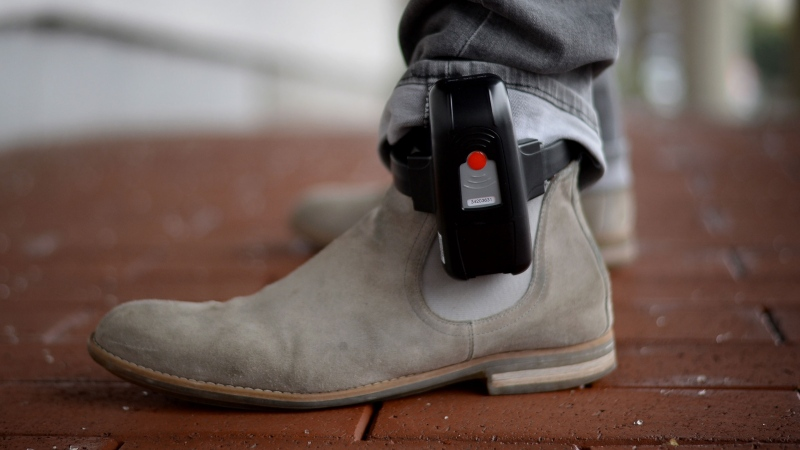 Kentucky is taking severe measures to ensure residents exposed to the coronavirus stay at home. Louisville residents who have been in contact with coronavirus patients but refuse to isolate themselves are being made to wear ankle bracelets.(Susann Prautsch/Picture Alliance/Getty Images)