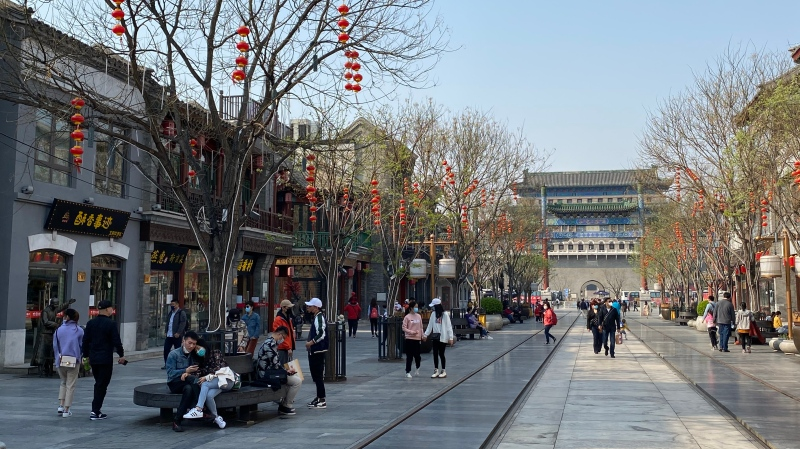 Crowds gather in Beijing to celebrate the Qingming Festival on April 6, after weeks of coronavirus fears. (Shawn Deng/CNN)
